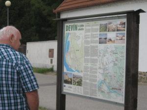 12Š. Pomsahár študuje okolie Devína
